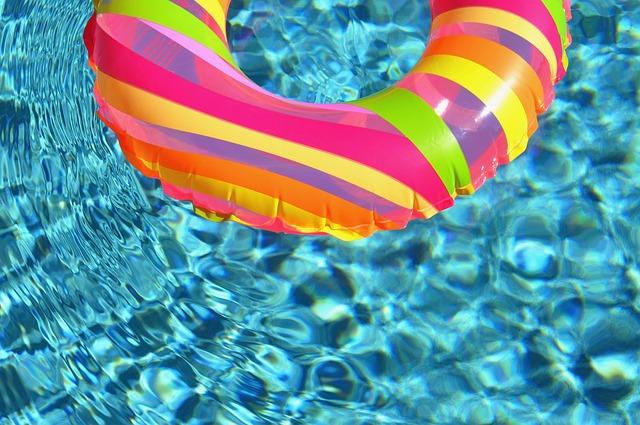 kruh v bazénu