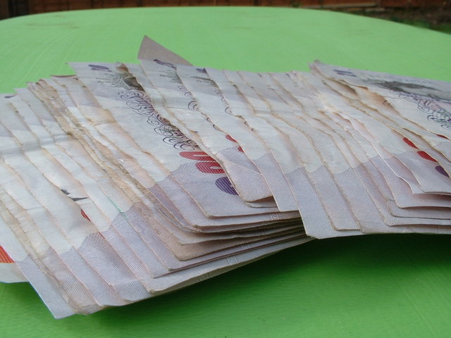 Spousta bankovek