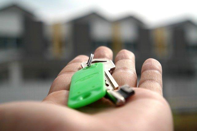 klíč v dlani