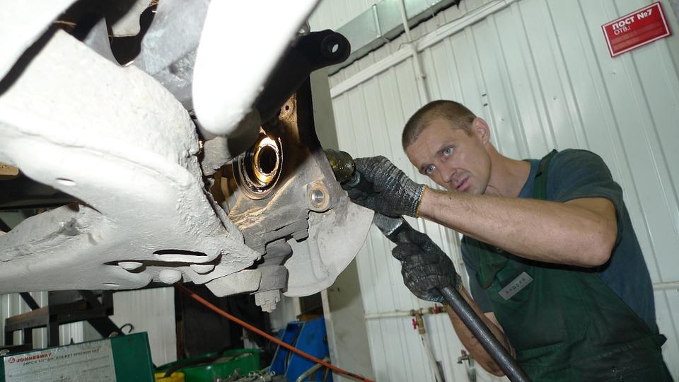 pracující mechanik
